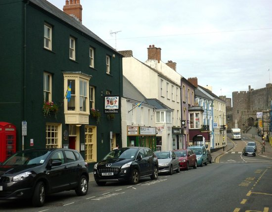 Old Kings Arms Hotel: Main St and Old Kings Arms