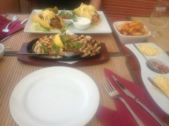 Tex Mex Bobby Peru : Burritos and Chicken Fajitas!