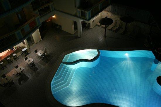 Michalis Apartments : Pool bar