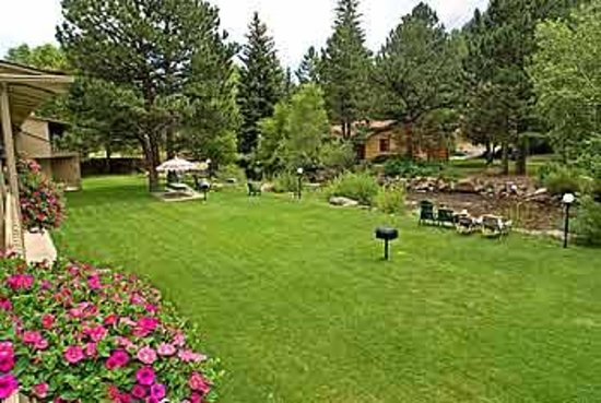 Deer Crest Resort : Lawn on the River at Deer Crest