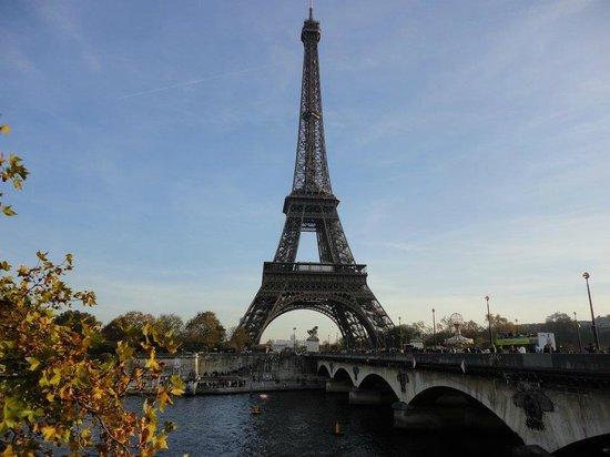 Four Seasons Hotel George V Paris: One of the nearby bridges that takes you to La Tour Eiffel