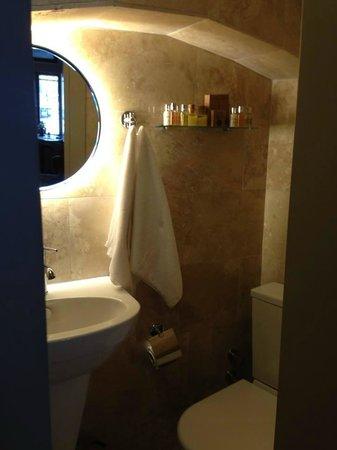 Lokum Ev Suites: Bathroom an Toiletries