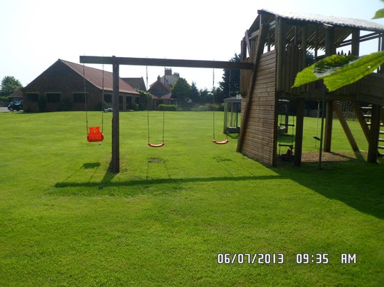 ‪‪Low Costa Mill Cottages‬: play area‬