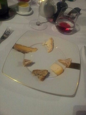 Le Diapason : ridiculously small portions of cheese