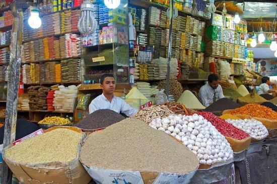 Sanaa, Yemen: Souk Al-Milh: spice market