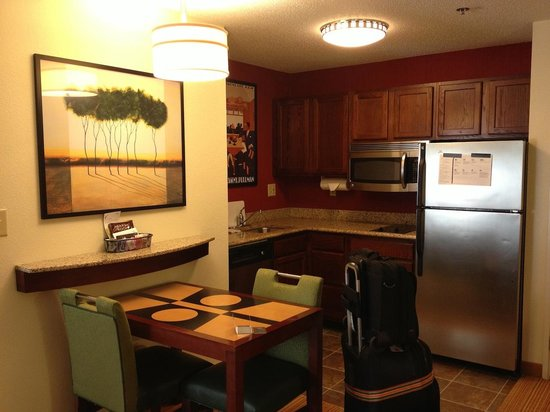 Residence Inn Macon: Kitchen