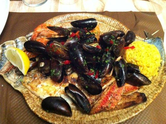 L'Imprevu: parillada de poisson avec riz safrani