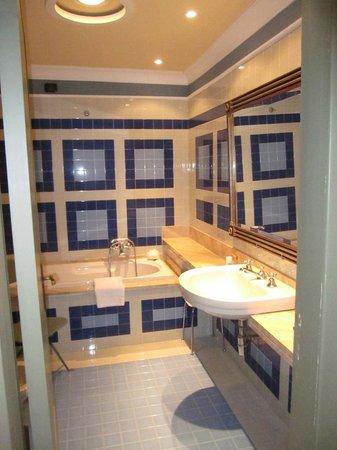 Grand Hotel Nizza et Suisse : bathroom