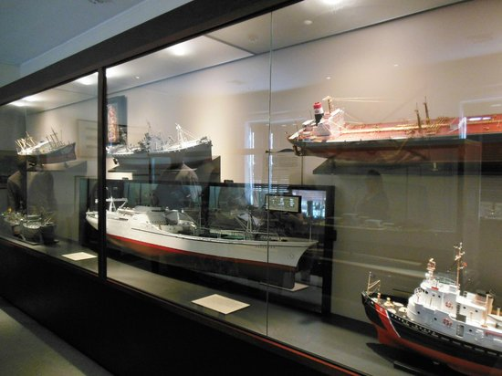 Ships of the Sea Maritime Museum: Modern ship models