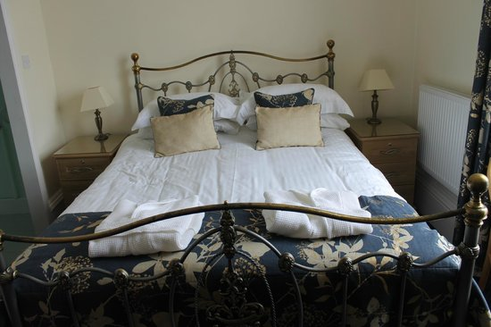 Warwick House: Bed