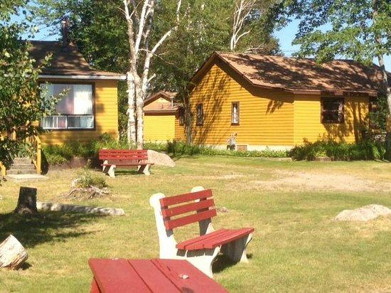 Glen Garry Motel & Cottages: Cozy Cottages on Lake Nippissing!