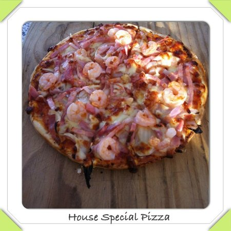 Bella: House Special Pizza