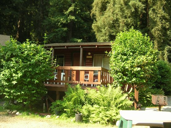 Fern River Resort Motel: Outside of Cabin 7
