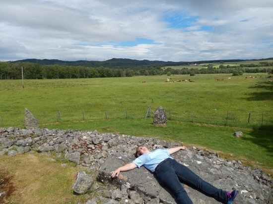 Corrimony Chambered Cairn: Goofing around enjoying the atmosphere