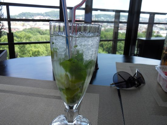Premier Hotel Dnister: soft drink mojitos in Panorama Bar