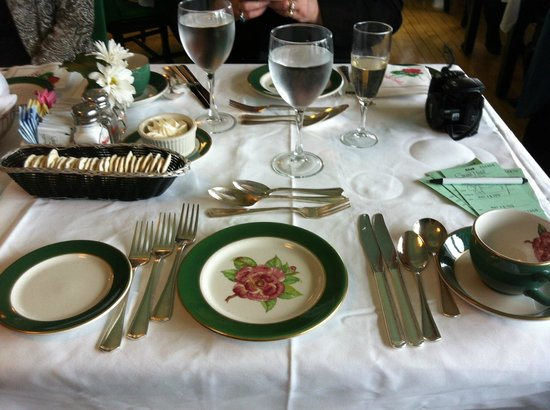 Grand Hotel Evening Dinner Table Setting & Evening Dinner Table Setting - Picture of Grand Hotel Mackinac ...
