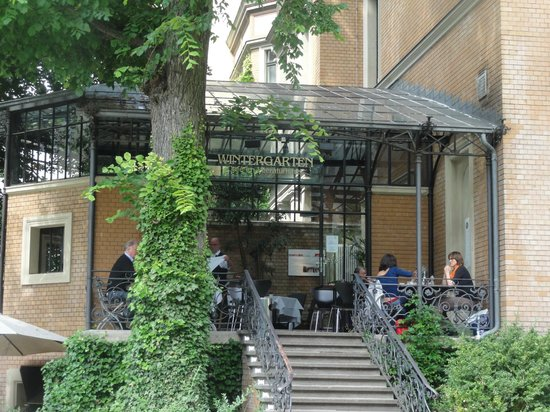 Cafe im Literaturhause: View from the garden