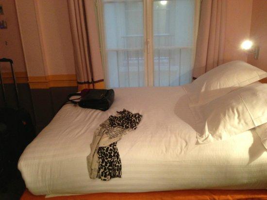 Hotel Crayon by Elegancia : Cama bem confortável!