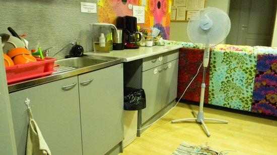 Riga Hostel: cocina