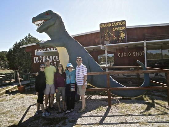 Grand Canyon Caverns Inn: Visitor Center and entrance to the Cave Suite