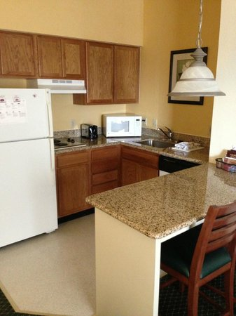 Residence Inn Dallas DFW Airport North/Irving: Kitchen area