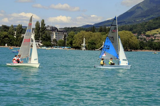 Lake Annecy Tourist Office: Boys and Girls sailing.
