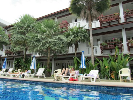 liegen am pool picture of koh tao montra resort spa koh tao tripadvisor. Black Bedroom Furniture Sets. Home Design Ideas