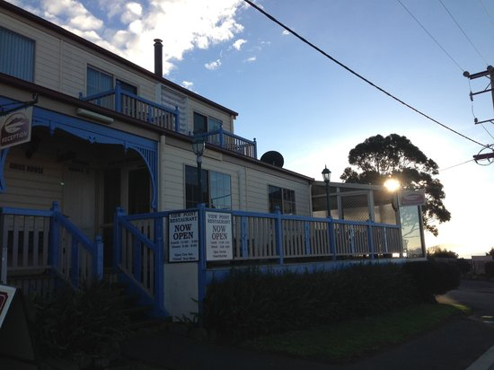 Amos House & Swansea Ocean Villas: They are in the middle of re painting.