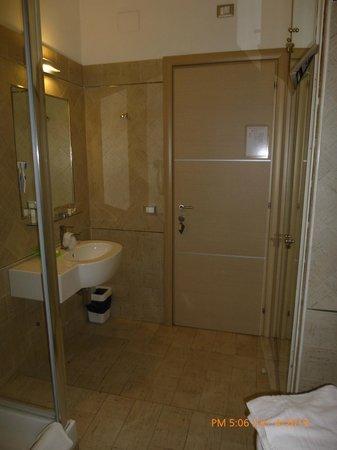 La Piccola Maison: dedicated bathroom for room #4