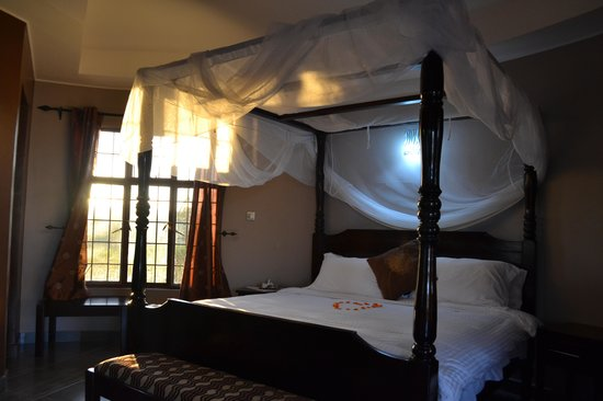 Dashir Lodge & Safaris: Awesome bed!