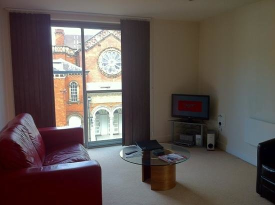 The Spires Serviced Apartments: livingroom