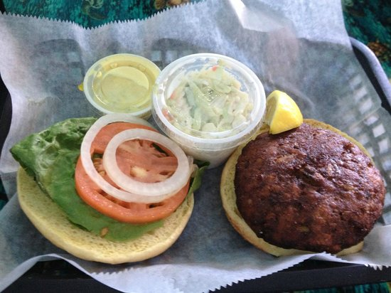 Bunky's Raw Bar & Seafood Grille: Freshly made crab cake sandwich with cole slaw.