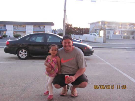Sea Shell Motel: Chris and Aniyah