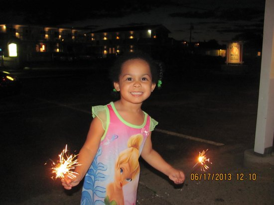 Sea Shell Motel : Sparkler Time!