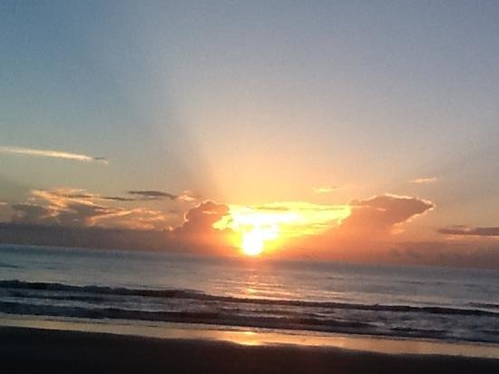 Royal Floridian Resort: Sunrise on Ormond Beach at the Royal Floridian