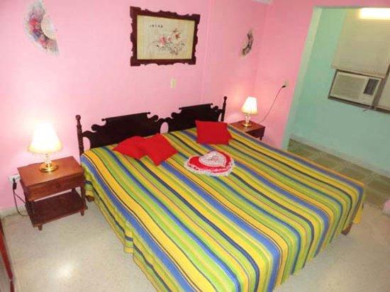 Enrique & Magda: Bedroom (King bed)