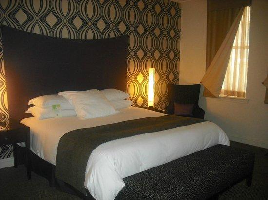 Madison Hotel: Love the wallpaper