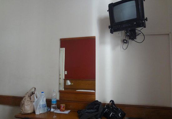Hotel Suites Catalinas: Armário para roupas com cofre. Não usamos.