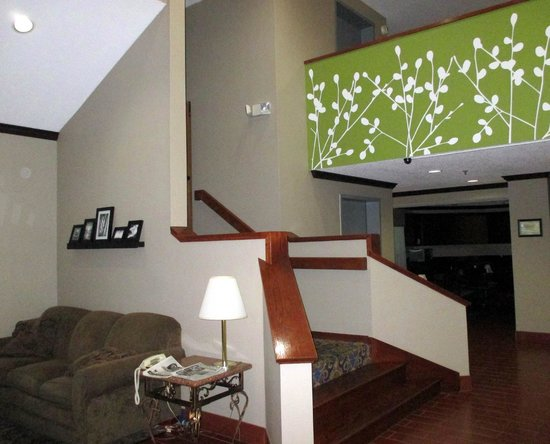 Baymont Inn & Suites Flat Rock: Lobby