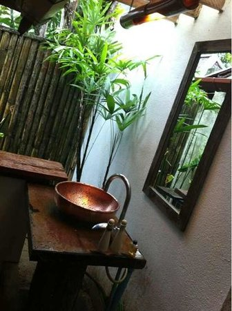 The Cliff Ao Nang Resort: Bathroom sink. A beautiful touch with the copper sink
