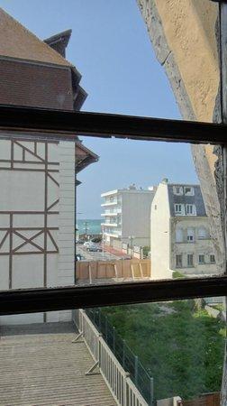 """Hotel La Residence Manoir De La Salamandre : Vue de la chambre N°2 """"balnéo"""" à 139€/nuit"""