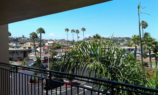 Ramada San Diego Airport: veiw from side of wraparound balcony