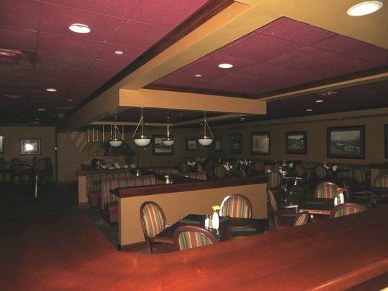 Holiday Inn Cincinnati Riverfront: Restaurant.