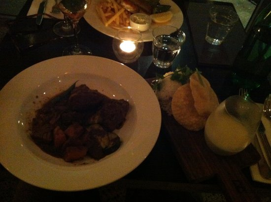 Belongil Bistro: Great Curry with papdam fab presentation $15 Friday nite