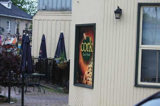 Cork Restaurant: No one outdoors on a drizzly evening