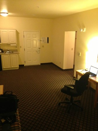 Hampton Inn & Suites San Jose: And, the half of the room without furniture! Hey where did it go?