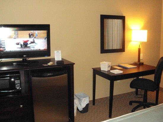 Days Inn Palm Coast: Desk,TV & Fridge