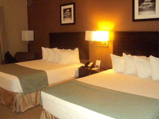 Days Inn Palm Coast: Beds & Decoration