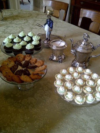 Rosemount B&B Inn: Afternoon Treats