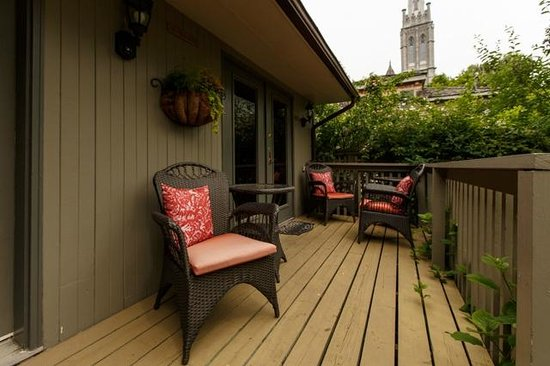 Rosemount B&B Inn: Coach House porch